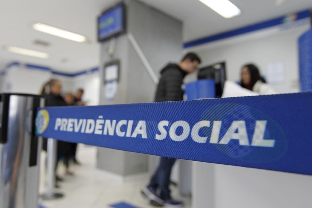 Equipe de Guedes diverge sobre uso de proposta de Temer para idade mínima